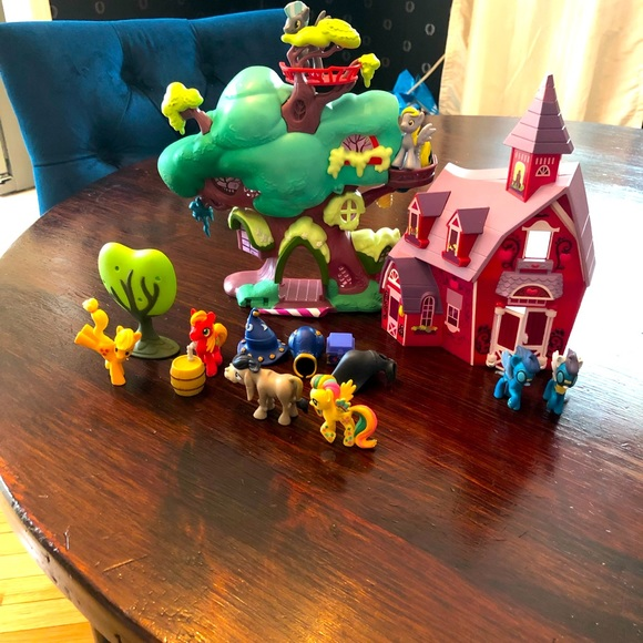 Lot of My Little Pony Ponies and 2 Houses